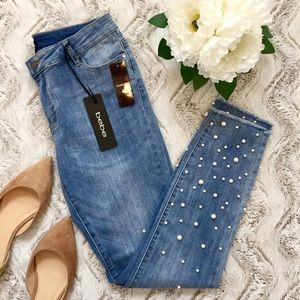 BEBE JEANS ANKLE CROP PEARL FRAYED STRETCHY NWT